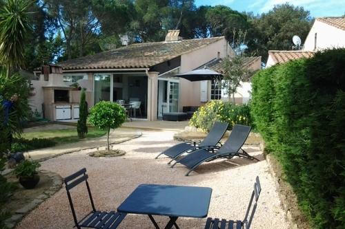 Jardin et terrasse Meublé Lavillat gassin.eu