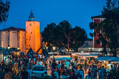 Marché nocturne Port Grimaud