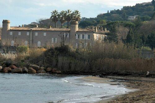 Plage de Bertaud-Marines de Gassin et vue sur le château