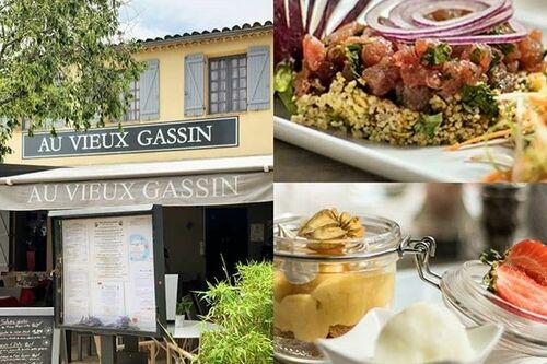Une partie de l'équipe du restaurant au Vieux Gassin (Côte d'Azur)
