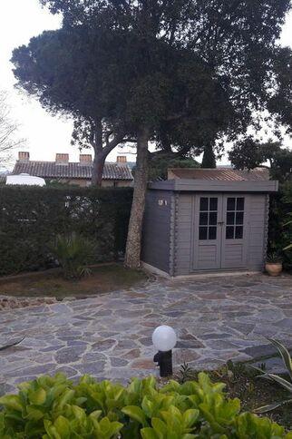 Entrée du jardin Meublé Lavillat à Gassin gassin.eu