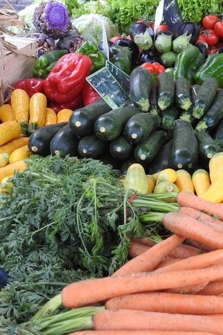 Poissonnier au marché du Rayol