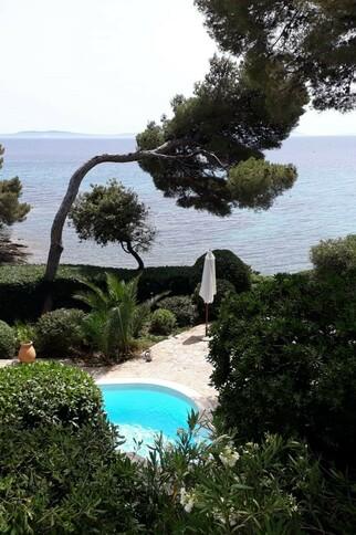 Villa EIS