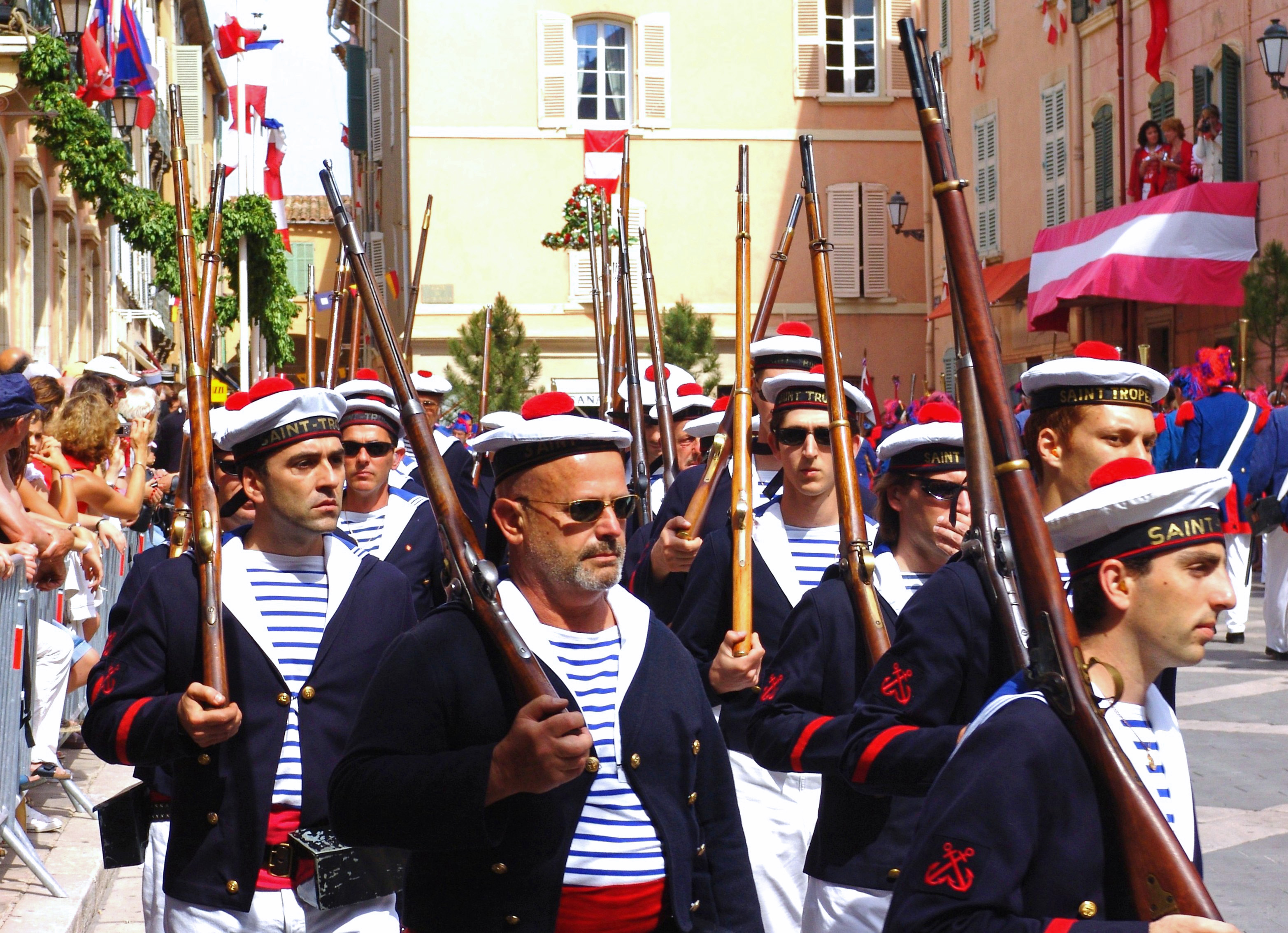 Bravades tradition Saint-Tropez